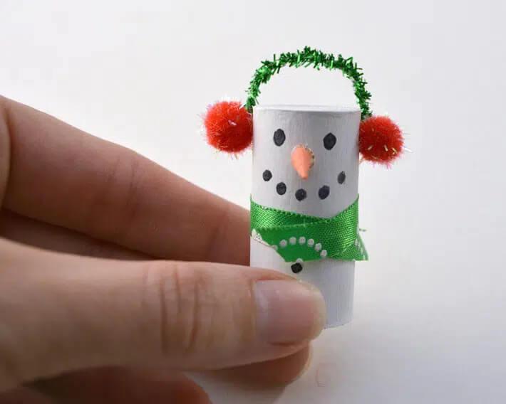 Tạo hình người tuyết từ nút chai