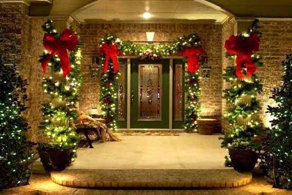 Trang trí Noel cho cửa ra vào của ngôi nhà