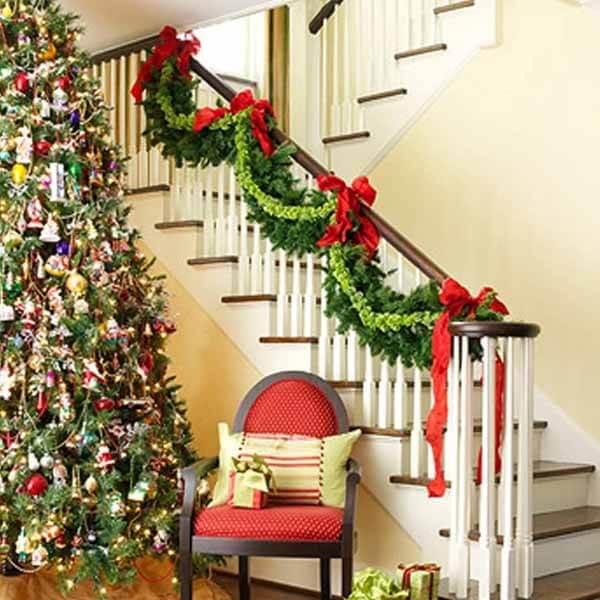 Trang trí cầu thang đón Noel
