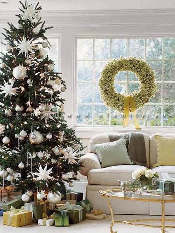 Trang trí cây thông Noel trong nhà