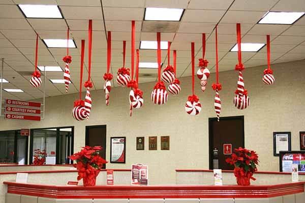 Trang trí trần nhà ngày Noel